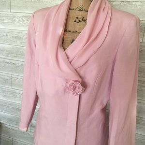 Emma James 2-piece Skirt Suit in soft pink